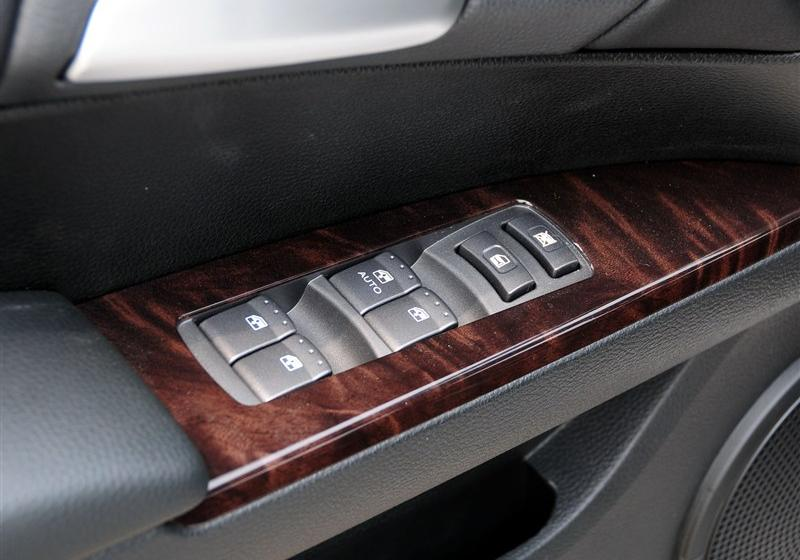 2013款 1.8T 2WD 自动胜域版